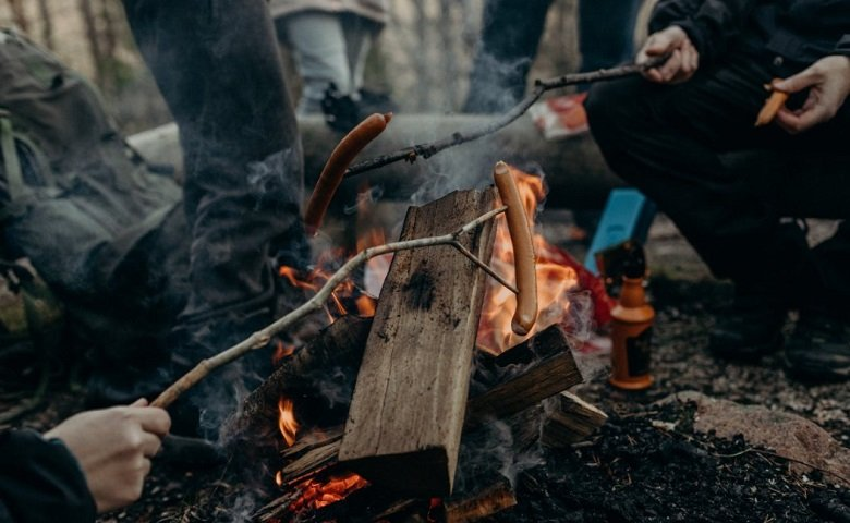 The Best Snacks to Bring for a Campout